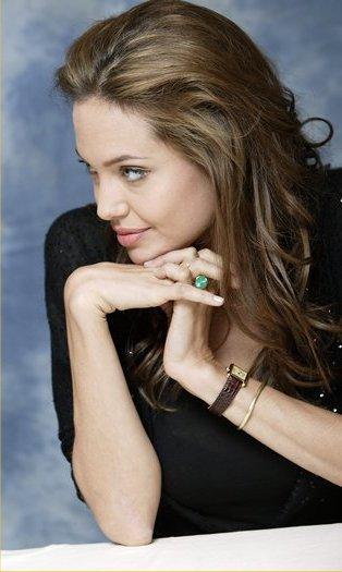 Angelina_Jolie_cartier-tank-Replica