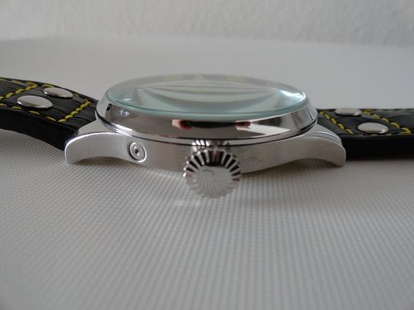 falso orologio IWC Pilot vista laterale