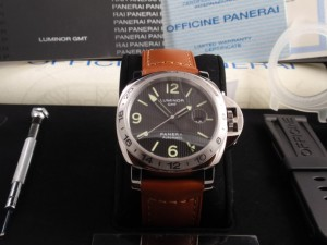 Panerai-Luminor-GMT-Replica